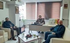 Araştırmacı Gazeteci Yazar Vehbi Korkutata Kapadokya Gazeteciler Cemiyeti Başkanı Mahmut Eskil'i makamında ziyaret etti.